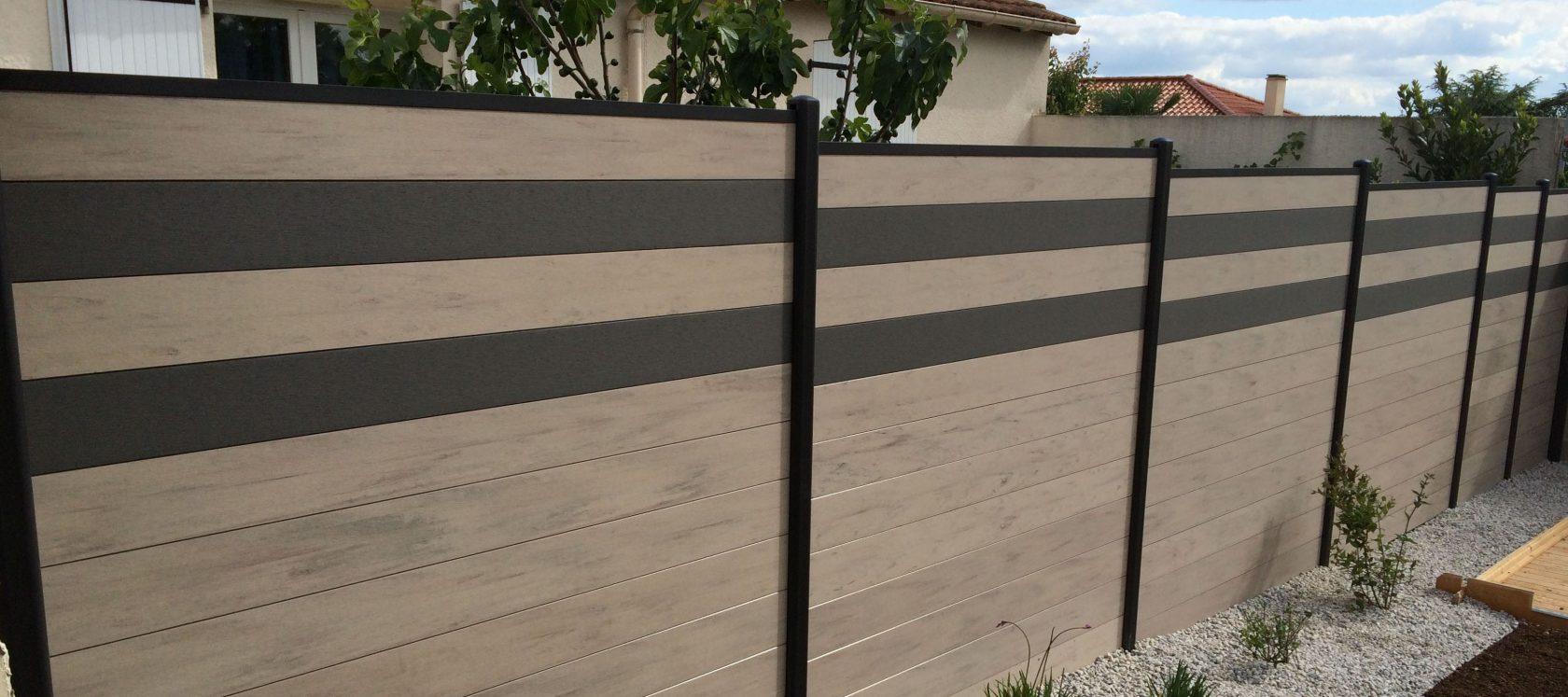clôture avec des lames composites