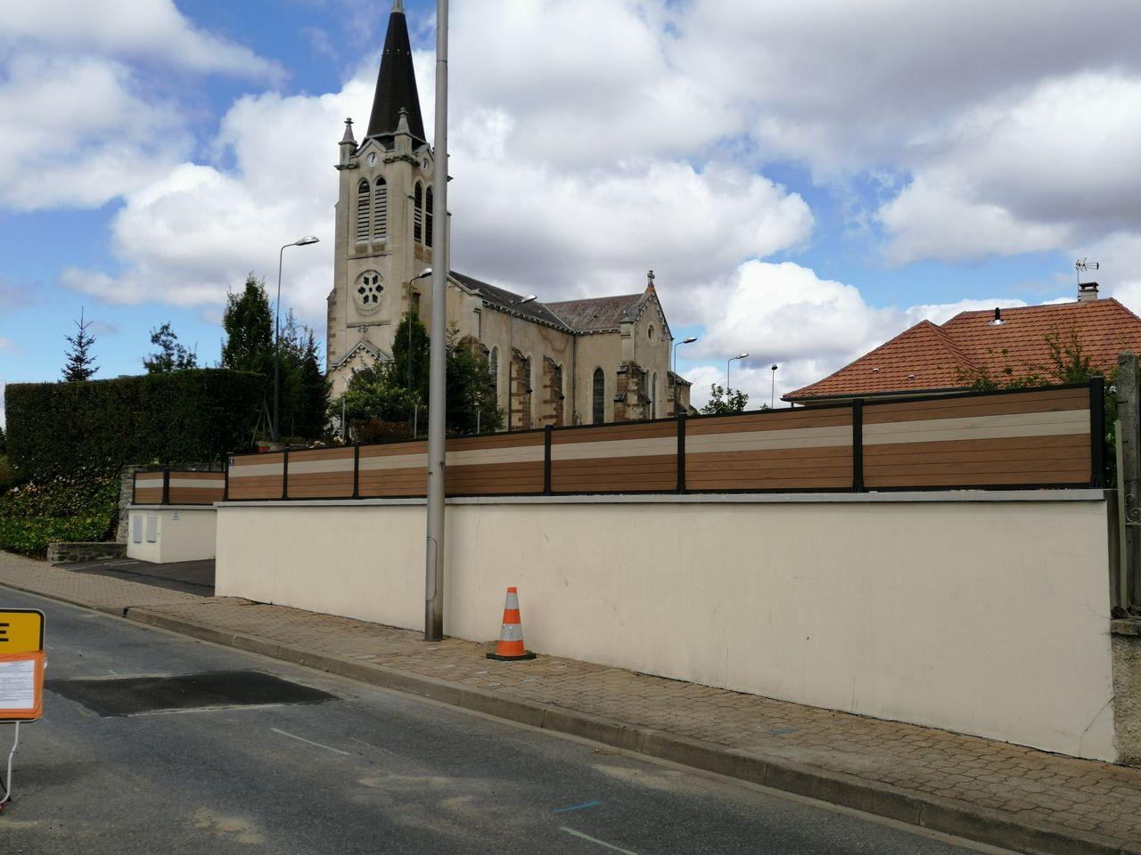 clôture sur muret moderne et tendance
