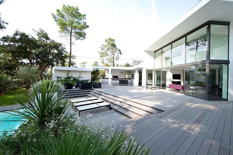 Terrasse composite piscine et clôture composite